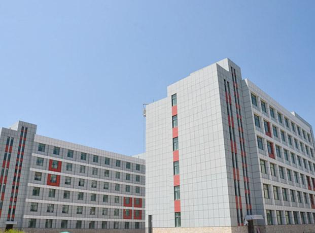青海省三江源民族中学一体板工程案例
